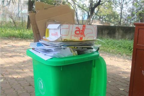 小小的一片废纸,扔进垃圾桶,只能成为垃圾的一员;丢进回收箱,却可以